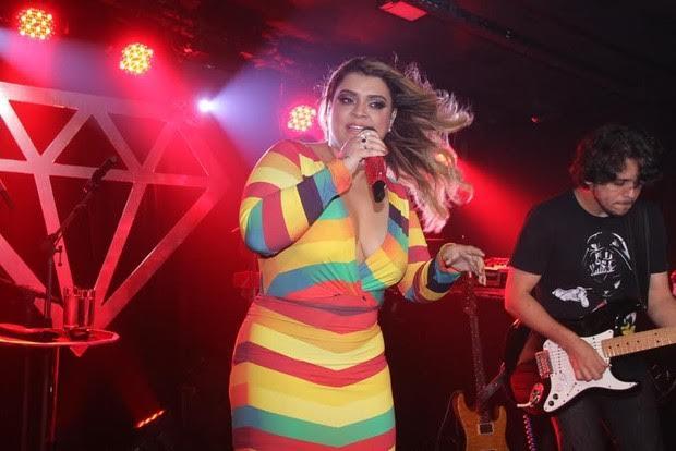 Preta Gil lança aplicativo de reality show em nova festa Vibes & Tal