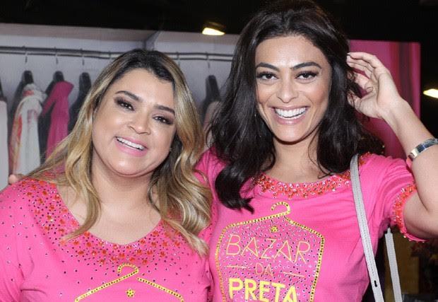 Preta Gil e Juliana Paes recebem famosos em bazar beneficente no RJ