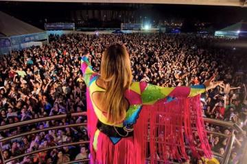 Preta Gil reúne cerca de 42 mil pessoas em bloco pós-Carnaval no DF