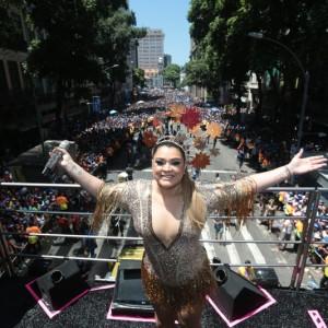 Preta Gil reúne famosos e arrasta multidão no oitavo desfile do Bloco da Preta no Rio