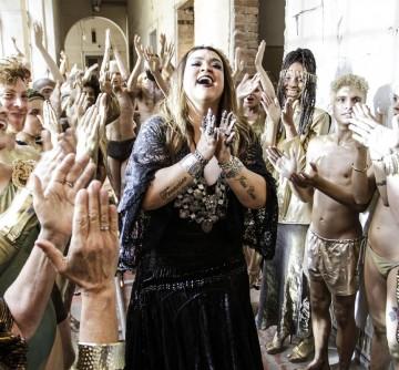 """Preta Gil lança clipe de """"Vá se Benzer"""" com Gal Costa"""